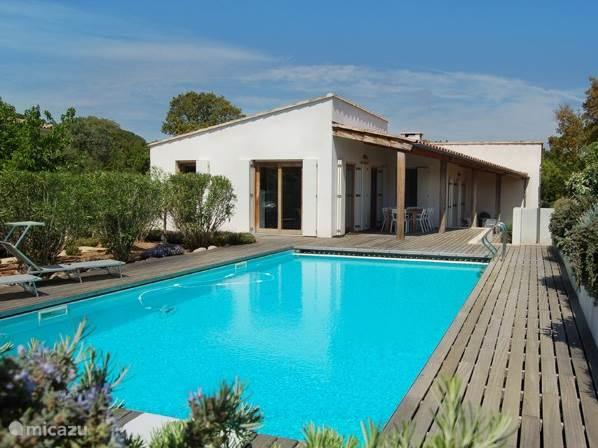 Villa Coucou Les Amis met groot zwembad op 5-6 minuten lopen van Plage de Villata
