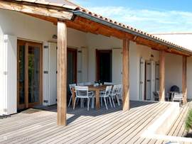 Villa coucou villa les amis in sainte lucie de porto for Veranda englisch