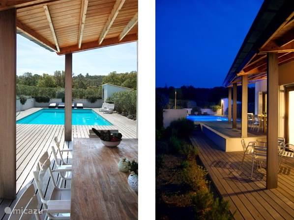 Het zicht vanuit de veranda op het zwembad op de dag en in de avond