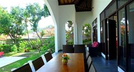 Veranda with lounge and dining table.