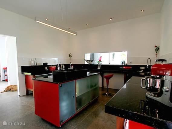 Complete, modern kitchen
