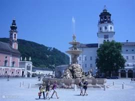 Het prachtige Salzburg, de stad van Mozart op een uurtje rijden. Laat je onder dompelen in de Oostenrijkse gastvrijheid, patisserie, concerten, theater, terrassen gastronomie en natuurlijk uitgebreid winkelen...