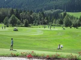 Golfclub Lungau vlakbij gelegen in het dal op zo'n 8 km van het appartement.