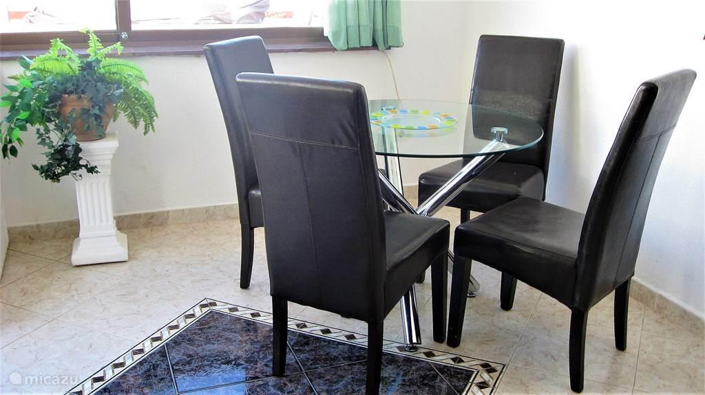 Royale eethoek , met comfortabele stoelen