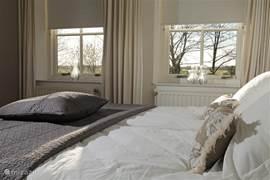 Uitzicht over de landerijen vanuit de slaapkamer