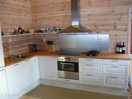 Zeer complete en vooral ruime keuken.