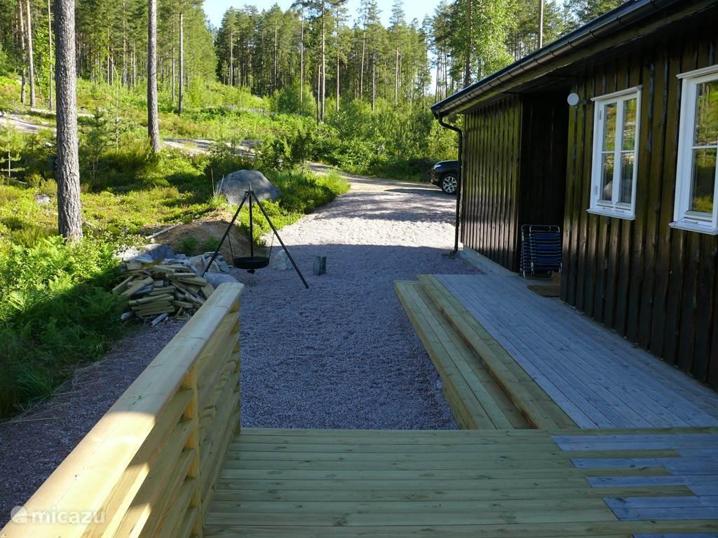 Zijkant en opgang terras