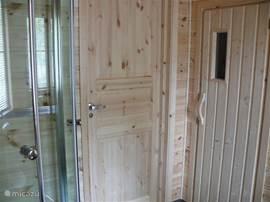 Sauna in de badkamer.