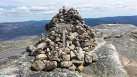 Niet vergeten een steentje te plaatsen als je de top hebt bereikt!