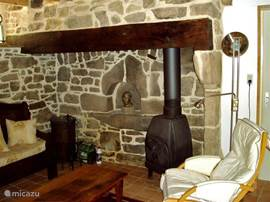 The cozy seating area in the living room cum keuken.De remains of the bread oven, the stone walls give it a rustic feel.