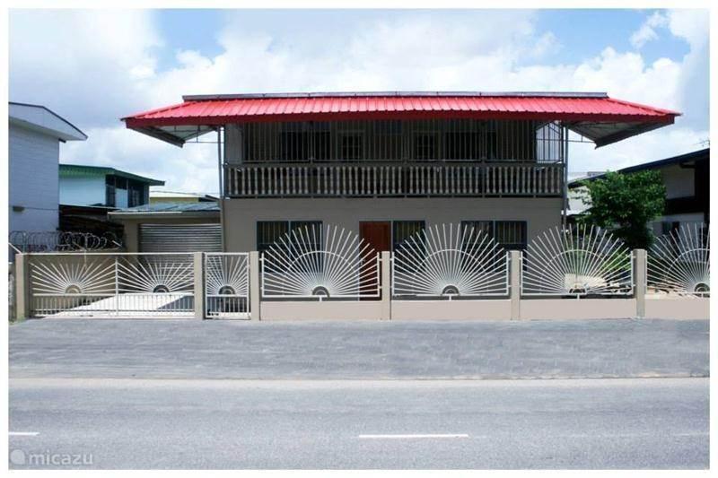 Geschakelde woning nosa 39 s gastenverblijf in paramaribo paramaribo suriname huren - Stad geschakelde ...