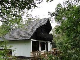 Vrije ligging van de woning,veel privacy,met afsluitbare veranda