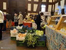 Landvrouwenmarkt in het raadhuis Frankenberg hier worden eigenverbouwde en gemaakte produkten verkocht.