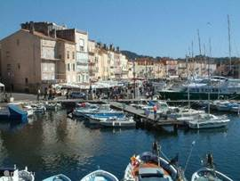 the port of Saint Tropez, 15 km from Sainte Maxime, The bay can also be reached via a (spring) boat for hikers