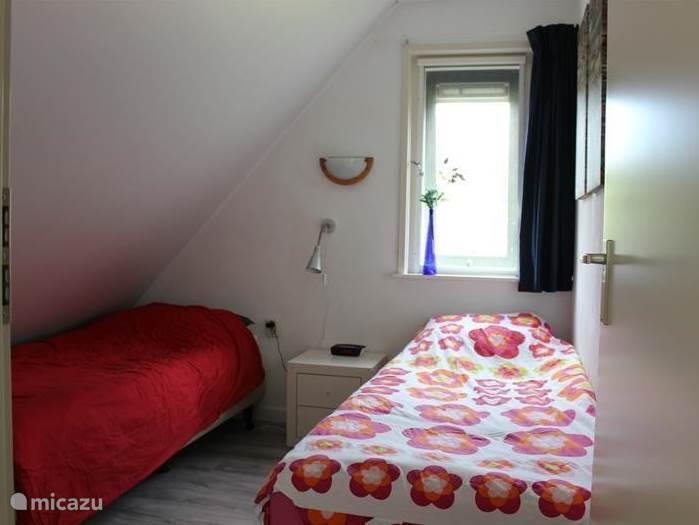* Ook in deze slaapkamer 2 bedden.