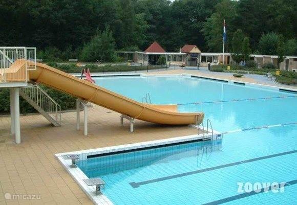 het verwarmde openlucht zwembad Bosbad Vledder, ligt direct naast het Recreatiepark. Gasten van het Woudchalet kunnen tegen gereduceerd tarief gebruik maken van dit moderne zwembad