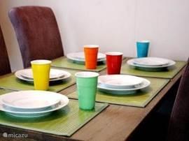 Gezellig tafelen met 5 personen... dat kan in ons vakantiehuisje.