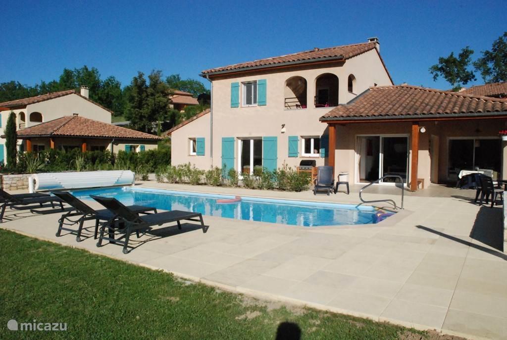 villa 70 met prive zwembad, grote tuin, jacuzzi, prachtig vrij uitzicht in mooie rustige bergachtige omgeving, met bijna altijd blauwe luchten
