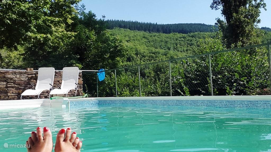 Uitzicht op het dal vanuit het zwembad.