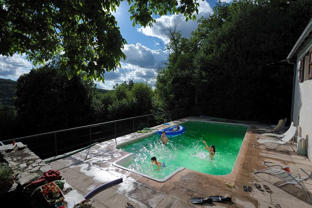 Heerlijk huis (2-9 pers) met zwembad midden in bossen en bergen tegen Franse Cevennen. Nog vrij van 16 juni tot 7 juli. Boek nu met 15% korting!
