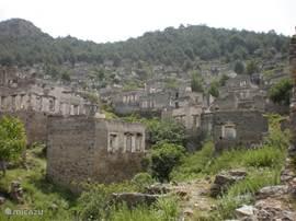 Kayaköy, een in 1923 door de Grieken verlaten en sindsdien onbewoonde stad. Staat op de lijst van Werelderfgoed.