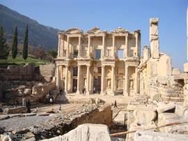 De wereldberoemde bibliotheek van Efese. Een prachtige bstemming voor een (tweedaagse) excuris vanuit Dalyan!