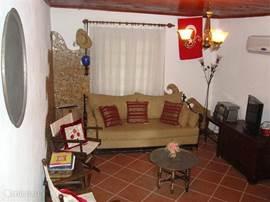 De huiskamer met TV, stereo, luie bank etc.
