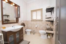 Badkamer toilet behorende bij luxe slaapkamer