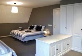 De master bedroom voor 4 personen en een gedeelte van de walk-in closet