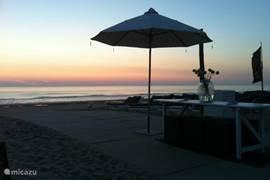 Een zwoele zomeravond op het strand