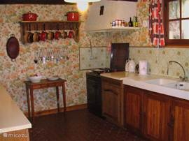 The spacious French kitchen fully equipped.
