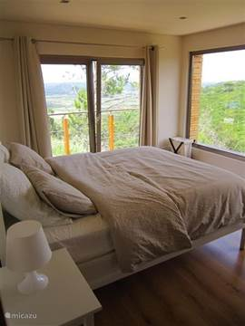 De Master bedroom, a room with a view