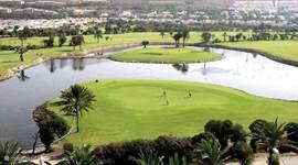 Zicht op de 27-holes golfbaan van Almerimar.