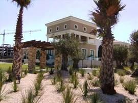Het clubhuis van Golf Resort Almerimar.