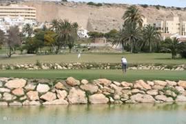Golf spelen in de wintermaanden onder de spaanse zon.