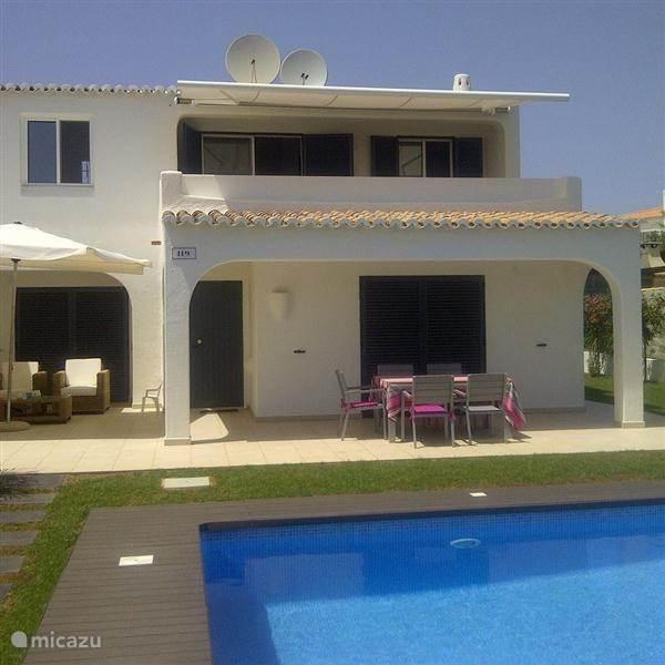 Vakantiehuis Portugal, Algarve, Carvoeiro Vakantiehuis Casa Verazul met zwembad op park
