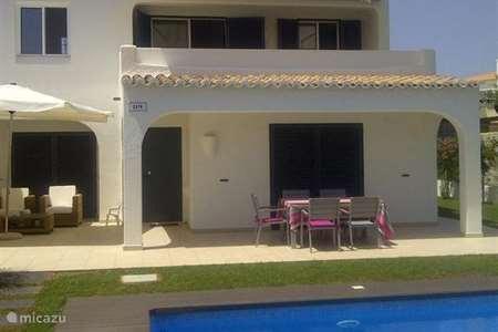 Vakantiehuis Portugal, Algarve, Carvoeiro - vakantiehuis Casa Verazul met zwembad op park