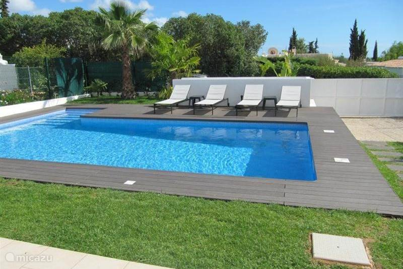 Casa verazul met zwembad op park in carvoeiro algarve for Vakantiehuisjes met prive zwembad