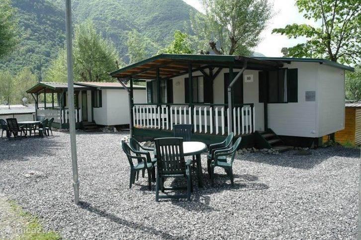 Mooi-Italie heeft prachtig gelegen vakantie chalets aan het meer van Lugano in het pittoreske plaatsje Porlezza in Noord Italie.
