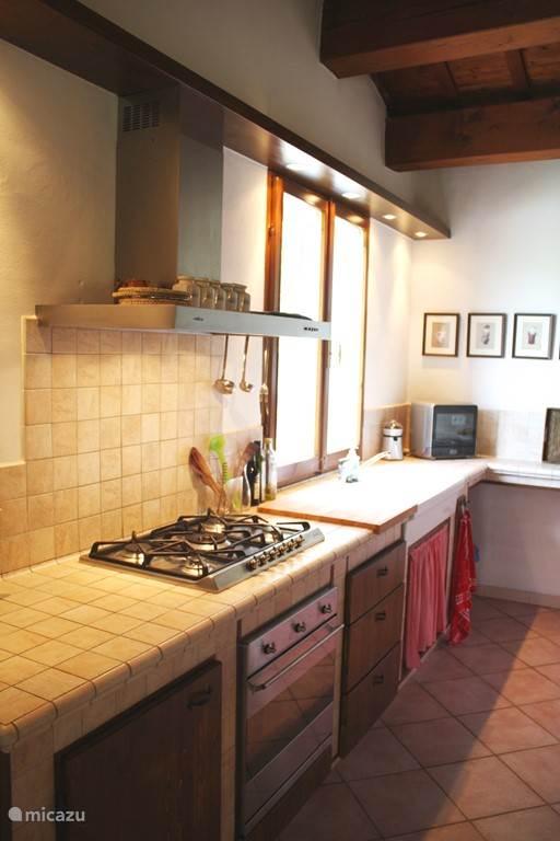 De keuken is in 2003 vernieuwd.