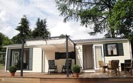 Ons modern chalet, met heerlijke veranda en overkapping