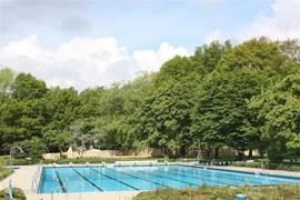 Buitenluchtzwembad in Walbeck (1km) is goed met de auto, fiets of lopend te bereiken. Op de foto ziet u het wedstrijdbad (20x50m).