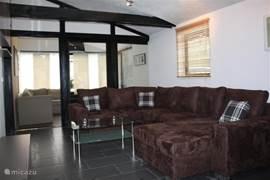 Comfortabele en gezellig ingerichte woonkamer.