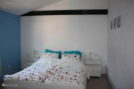 Slaapkamer 1 met twee-persoons bed 160x200.