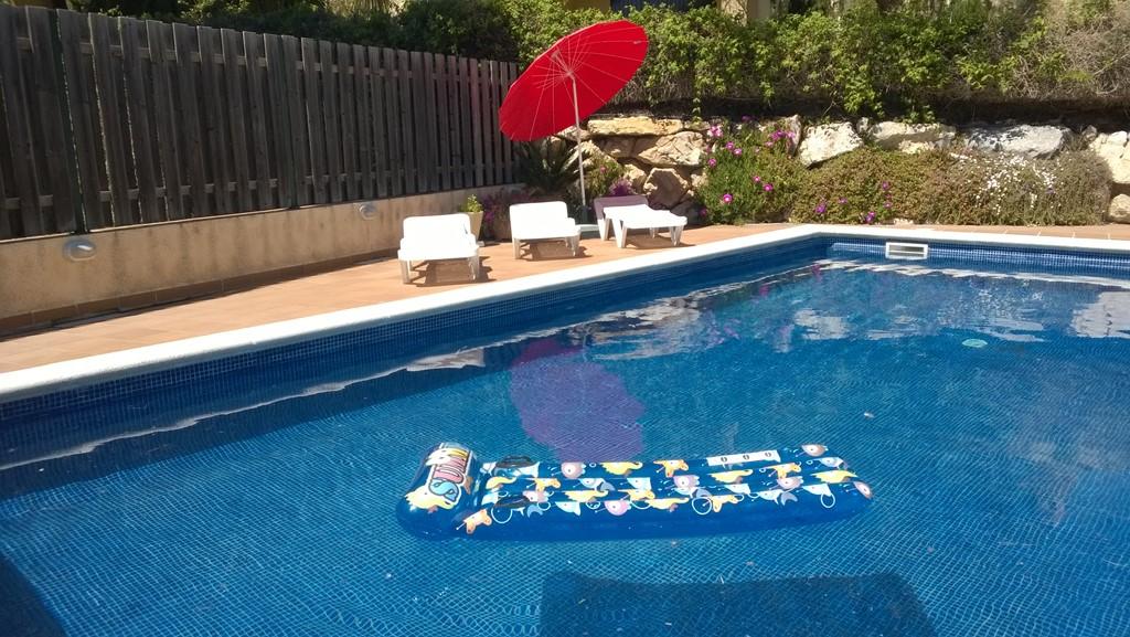 Nog even naar de Costa Brava? Villa op Torre Vella-Estartit, ruim zonneterras en groot zwembad. 2 wk. aank. 29/9 met 50% korting.