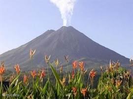 De vulkaan van Arenal bij helder weer.