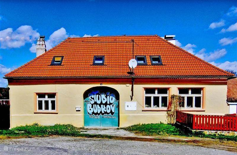 Rent studio budkov in vlachovo brez south bohemia micazu for Tune eigen huis en tuin
