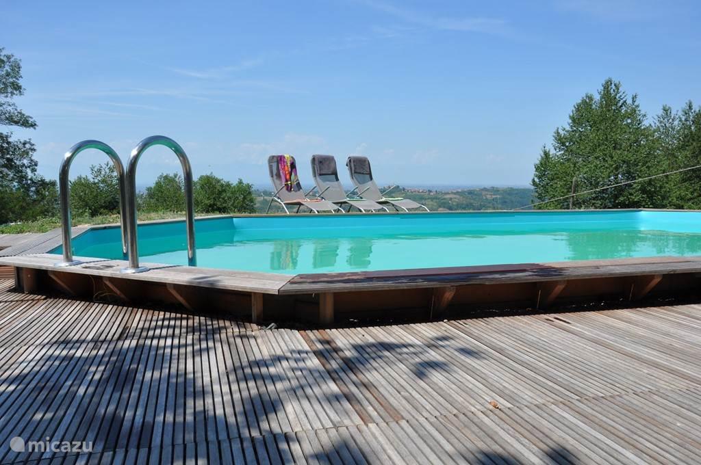 Relaxen aan het zwembad met prachtig uitzicht.