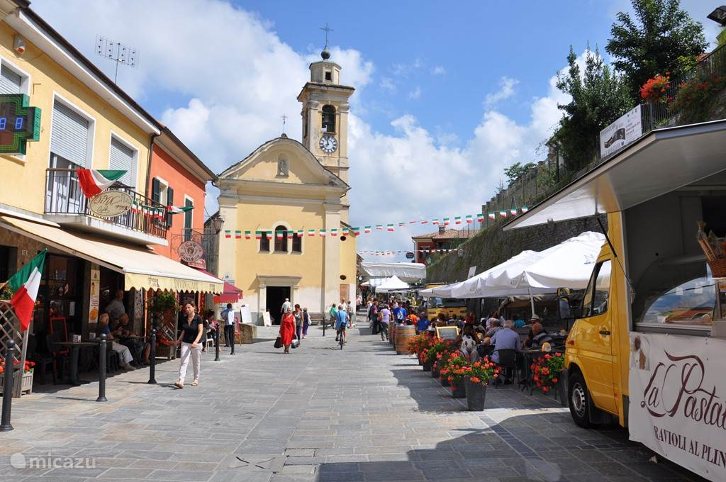 Murazzano, op 20 minuutjes rijden. Voor een bezoekje aan de markt of eten bij Osteria Da Lele.