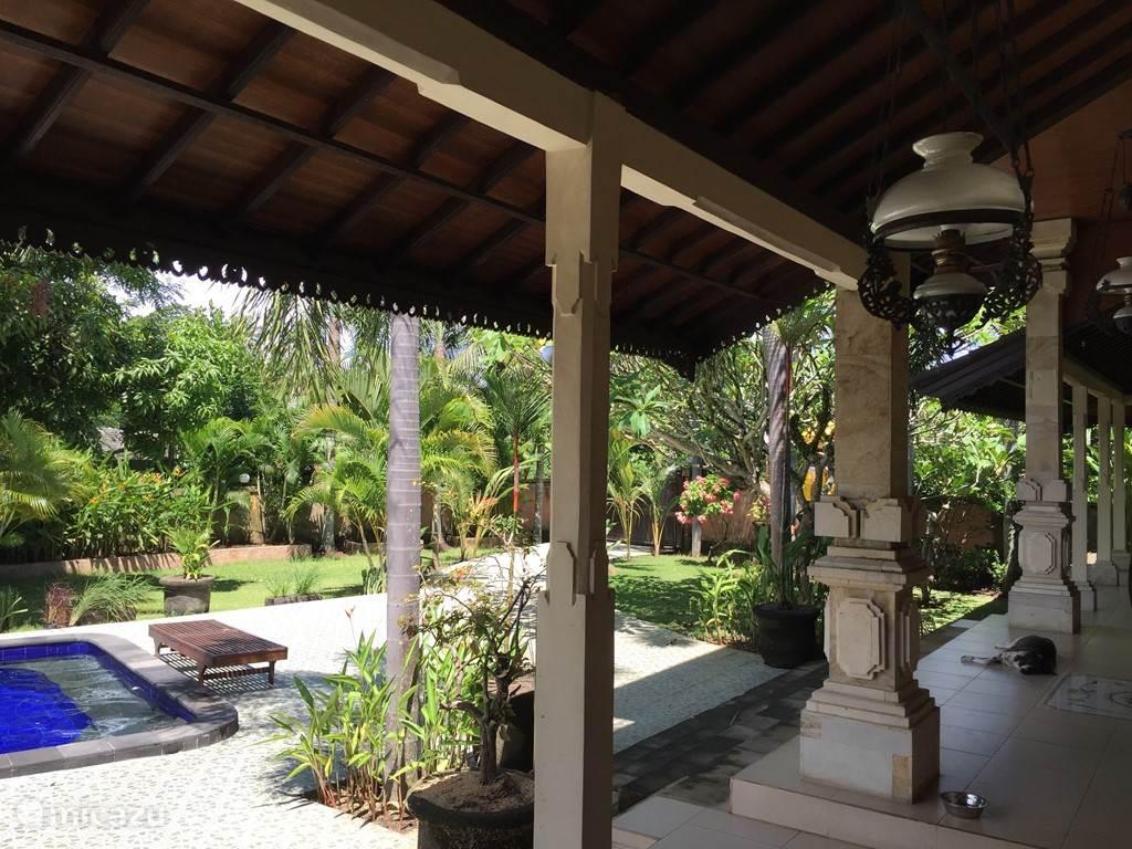 veranda over breedte van de villa
